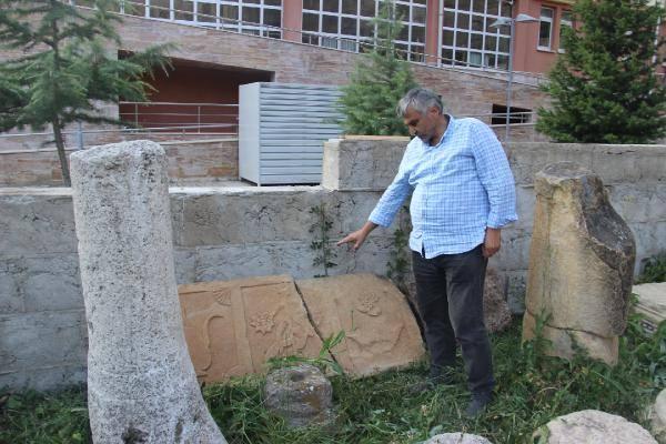 Pontos toprakları Helence konuşmaya devam ediyor
